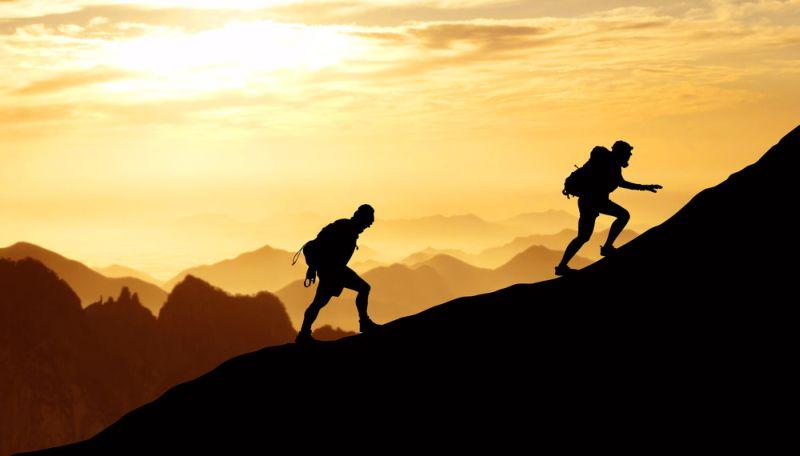 Hasil gambar untuk pendaki gunung