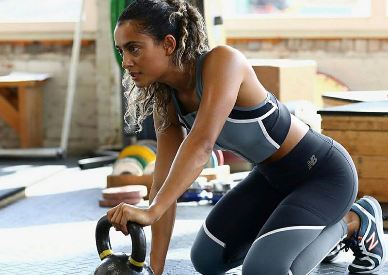 https: img.okezone.com content 2018 01 31 481 1852729 sukses-bikin-david-beckham-suka-yoga-wanita-ini-beberkan-tips-minum-alkohol-yang-menyehatkan-ZwwqYWyMOZ.jpg