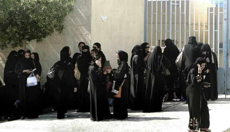 https: img.okezone.com content 2018 02 01 18 1853400 107-ribu-perempuan-saudi-serbu-lowongan-kerja-di-dirjen-paspor-aLVyB4g9Gm.jpg