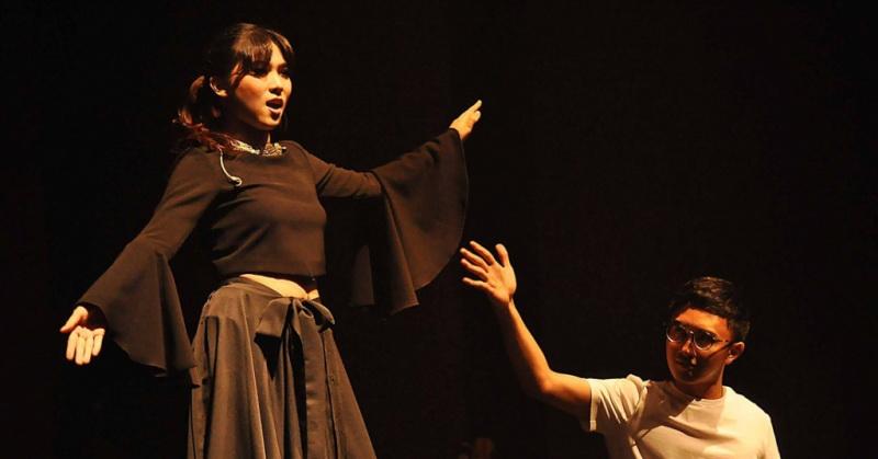https: img.okezone.com content 2018 02 01 205 1852971 isyana-sarasvati-akui-avip-priatna-pengaruhi-karier-musiknya-LYcFSvYdMj.jpg
