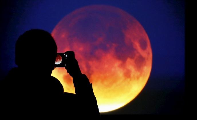 https: img.okezone.com content 2018 02 01 56 1853066 4-potret-terbaik-gerhana-super-blue-blood-moon-dari-berbagai-negara-ZgfUbNFY4c.jpg