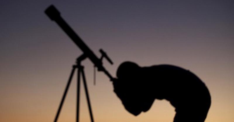 https: img.okezone.com content 2018 02 01 56 1853403 sejarah-penemuan-teleskop-pertama-kali-dengan-dua-lensa-mteVvEOeKw.jpg