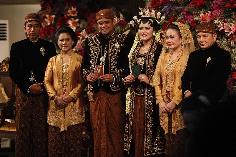https: img.okezone.com content 2018 02 02 194 1853969 menikah-banyak-pengantin-indonesia-ingin-tampil-tradisional-tfB5jzIifJ.jpg