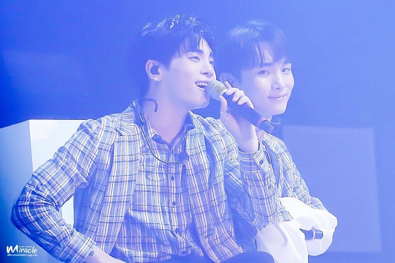 https: img.okezone.com content 2018 02 02 33 1854040 key-shinee-promosikan-album-jonghyun-lewat-pesan-mengharukan-TmgXMuxzO2.jpg