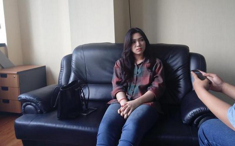 https: img.okezone.com content 2018 02 02 33 1854073 cerita-isyana-sarasvati-dapat-beasiswa-sekolah-musik-di-singapura-tanpa-lulus-sma-BtGcxKG50v.jpg