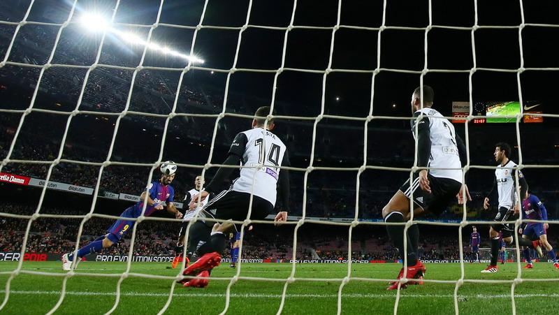 https: img.okezone.com content 2018 02 02 46 1853663 barcelona-kalahkan-valencia-1-0-suarez-posisi-kami-belum-aman-OFKmJOVbzv.jpg