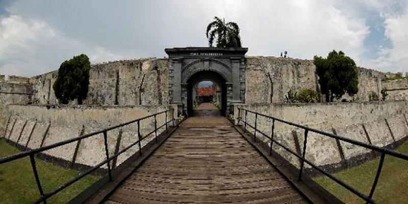 https: img.okezone.com content 2018 02 05 406 1854872 fort-marlborough-benteng-berusia-358-tahun-yang-tidak-pernah-direnovasi-kyQSMxXWaH.jpeg