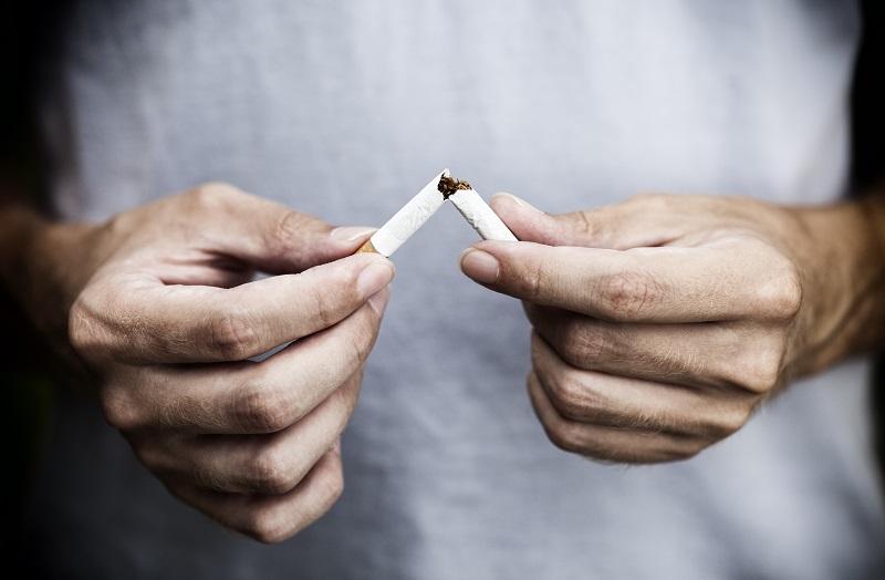 https: img.okezone.com content 2018 02 05 481 1854777 perokok-pasif-rentan-terkena-kanker-payudara-termasuk-pria-n6I6PPPBJv.jpg
