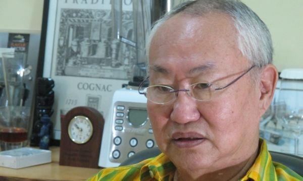 https: img.okezone.com content 2018 02 06 298 1855391 bangga-william-wongso-dapat-medali-penghargaan-di-ajang-ahli-bakery-internasional-di-paris-ApMYIcT5b9.jpg
