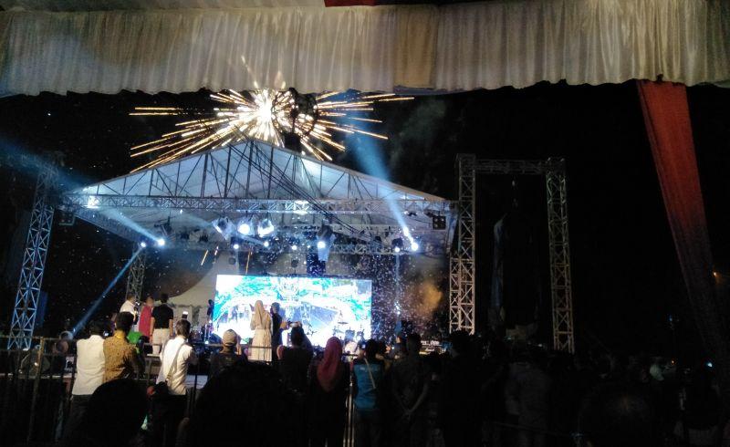 https: img.okezone.com content 2018 02 07 406 1856338 gegap-gempita-peluncuran-calendar-of-event-sumatera-barat-2018-1muE3SEkcx.jpg