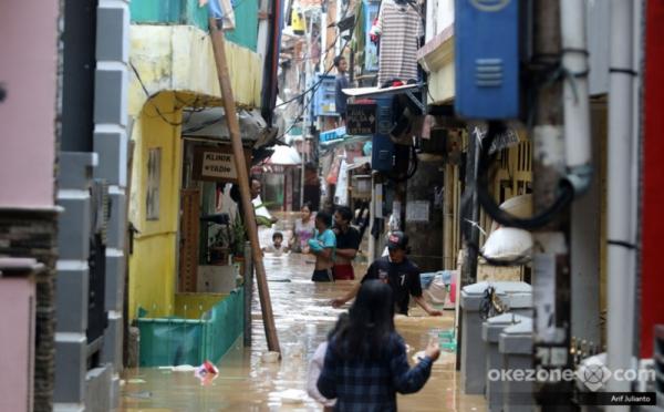 https: img.okezone.com content 2018 02 08 337 1856417 bnpb-waspadai-bencana-di-puncak-musim-hujan-februari-2018-DRR7xhKGnL.jpg