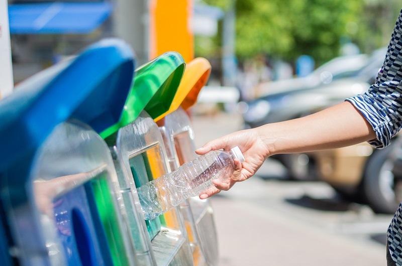 Hasil gambar untuk Mengurangi Sampah Plastik
