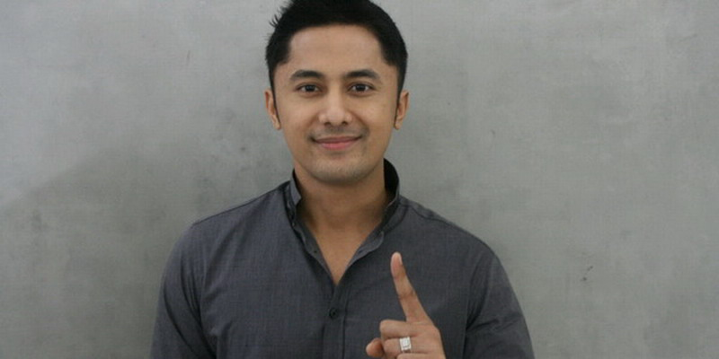 https: img.okezone.com content 2018 02 09 33 1856933 hengky-kurniawan-akui-gaji-wakil-bupati-tak-sebesar-jualan-kue-QF1799EDg3.jpg