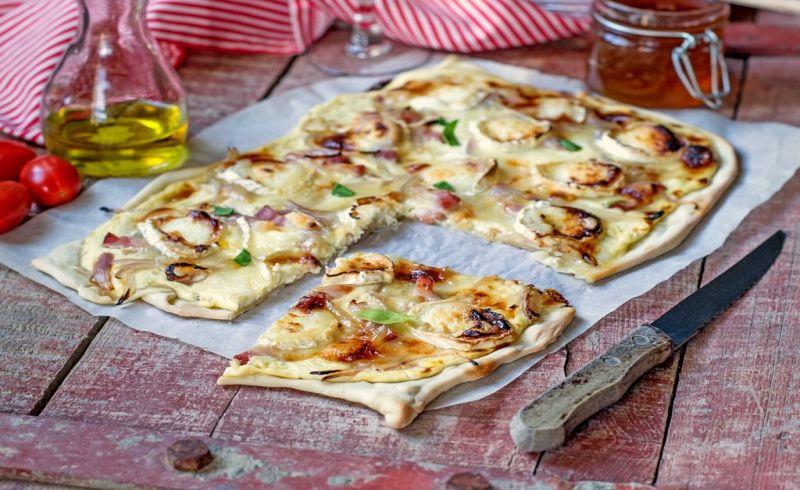 https: img.okezone.com content 2018 02 11 298 1858055 cobain-tartee-flambee-pizza-kotak-ala-strasbourg-prancis-5YEJTHh8yA.jpg