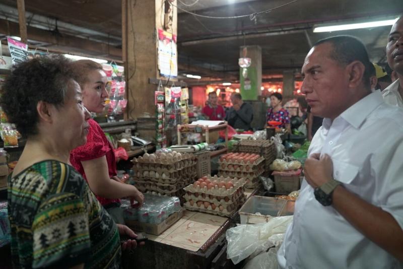 Edy Rahmayadi Dapat Sambutan Meriah saat Berbelanja di Pasar Petisah