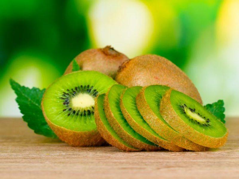 https: img.okezone.com content 2018 02 16 481 1860642 10-manfaat-kiwi-untuk-kesehatan-salah-satunya-mencegah-pertumbuhan-sel-kanker-uk0djuNjr0.jpg