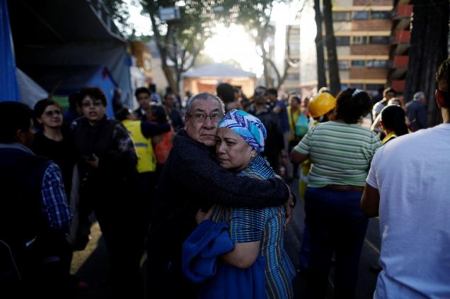 https: img.okezone.com content 2018 02 17 18 1860731 gempa-7-2-sr-guncang-meksiko-sejumlah-bangunan-rusak-ZriHGw6Bck.JPG