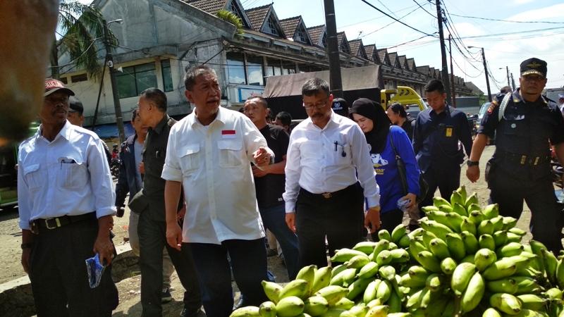 Kukurusukan ke Pasar, Deddy Mizwar Sapa Pedagang hingga Belanja Manggis