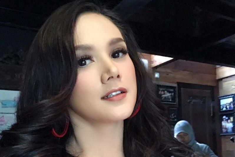 https: img.okezone.com content 2018 02 20 33 1862284 5-artis-cantik-ini-dituding-sebagai-pelakor-yowMBULOFU.jpg