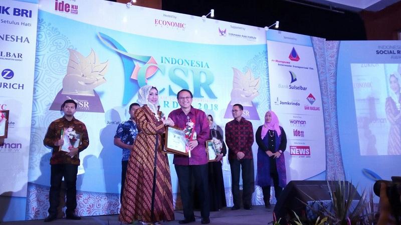 https: img.okezone.com content 2018 02 23 278 1863854 mnc-bank-raih-predikat-platinum-dari-indonesia-csr-award-2018-SWN9wvv2Jg.jpeg