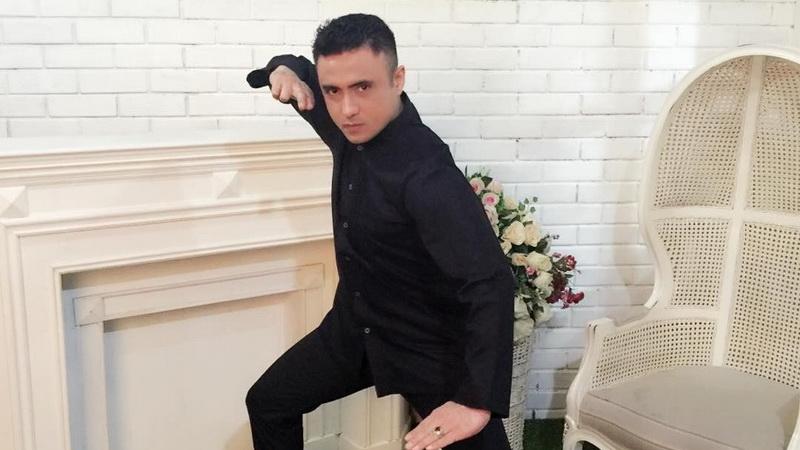 https: img.okezone.com content 2018 02 23 33 1863901 artis-rizal-djibran-ditangkap-sat-narkoba-polres-metro-bekasi-di-kediamannya-t355aifjRF.jpg