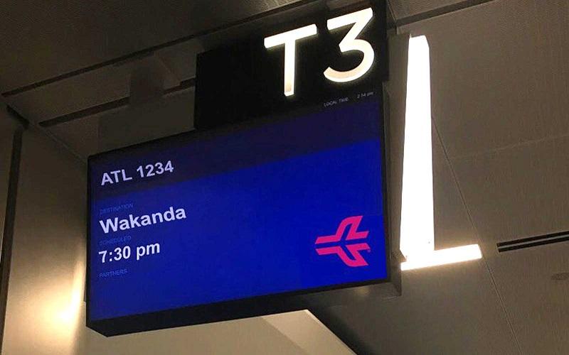https: img.okezone.com content 2018 02 23 406 1863648 ada-jadwal-ke-wakanda-di-bandara-atlanta-netizen-fans-black-panther-heboh-p10NQXXdsI.jpg