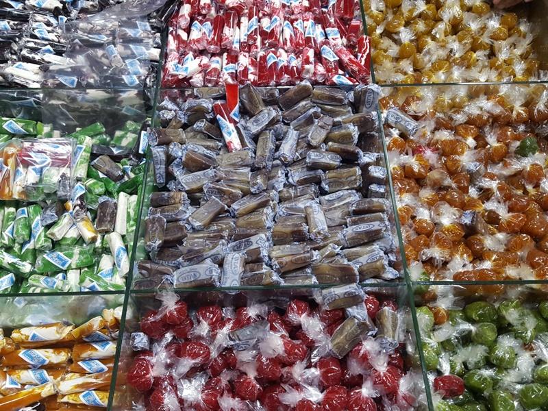 https: img.okezone.com content 2018 02 24 298 1864192 rasa-kacang-merah-durian-hingga-stroberi-dodol-garut-oleh-oleh-khas-wajib-dibeli-oKmua8HyCW.jpg