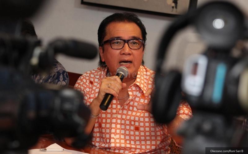 https: img.okezone.com content 2018 02 25 33 1864367 tantowi-yahya-temukan-kunci-tuntaskan-soal-hak-cipta-di-indonesia-AynMV6ura8.jpg
