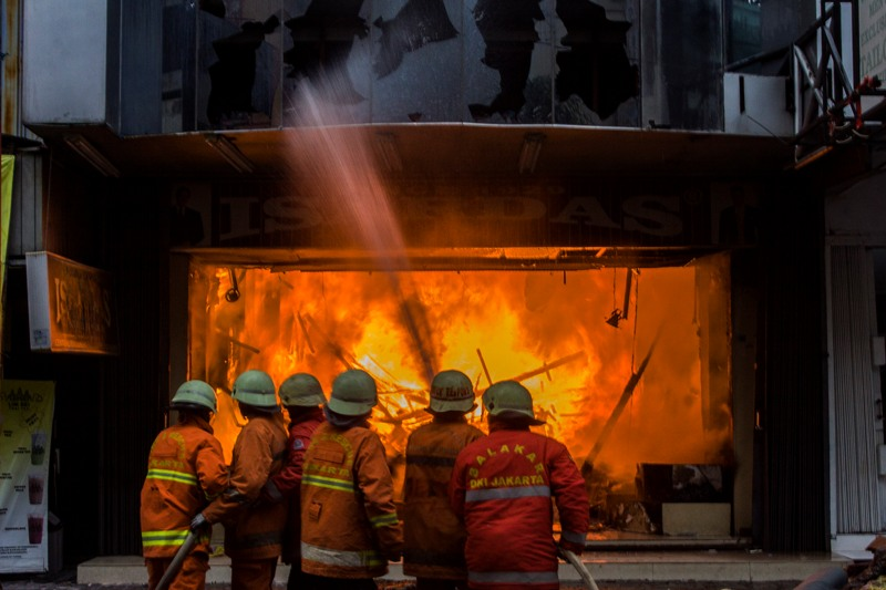 Toko Tekstil yang Terbakar di Pasar Baru Berhasil ...