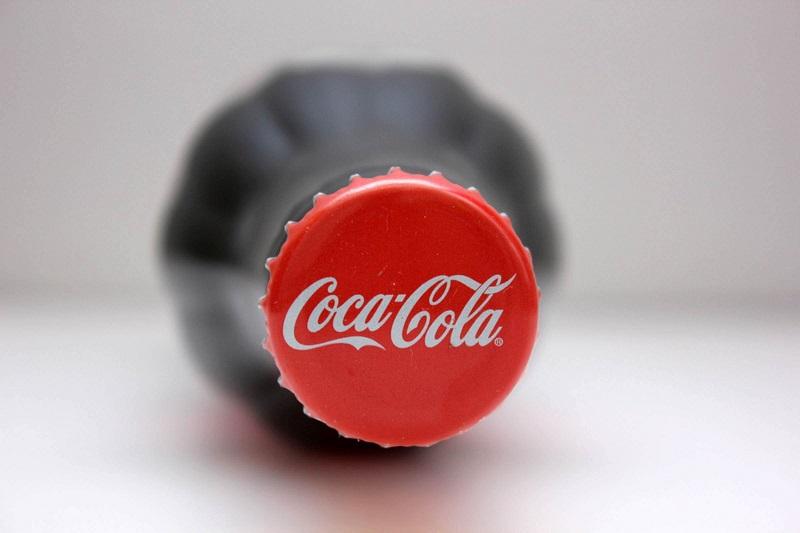 https: img.okezone.com content 2018 03 02 298 1866891 ternyata-ini-filosofi-lambang-cola-berwarna-merah-4cVrLfZw1B.jpg