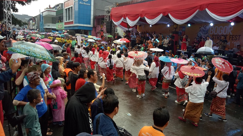 https: img.okezone.com content 2018 03 02 406 1867214 bogor-festival-cgm-2018-zulkifli-hasan-ini-bentuk-toleransi-indonesia-w4un6mlQzA.jpg