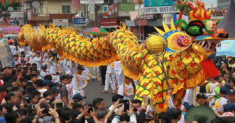 Ritual Bakar Naga Akhiri Perayaan Cap Go Meh Okezone Travel