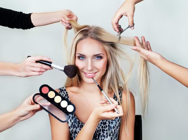 https: img.okezone.com content 2018 03 05 194 1868150 siapa-sangka-make-up-artist-ini-butuh-waktu-3-jam-untuk-percantik-wajah-TVOzMD6gRG.jpg