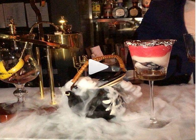 https: img.okezone.com content 2018 03 05 298 1868232 gunakan-berlian-bisa-dimakan-cocktail-ini-dihargai-hampir-rp2-juta-sqxrttKGNw.jpg
