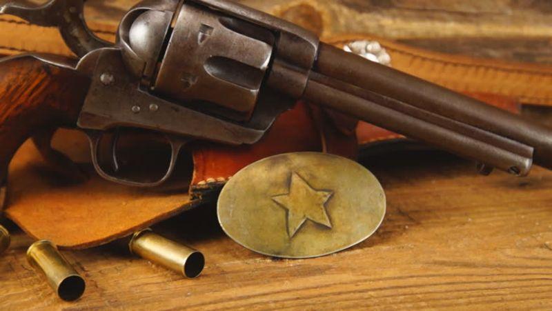 https: img.okezone.com content 2018 03 05 56 1868003 samuel-colt-pencipta-senjata-revolver-sejak-1873-J8DLLlityS.jpg