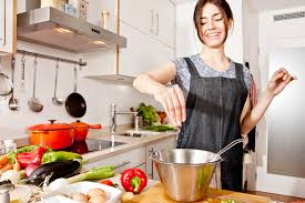 https: img.okezone.com content 2018 03 06 298 1868725 anda-pemula-dalam-memasak-ikuti-saran-dari-legenda-kuliner-sisca-soewitomo-40tByQuNVr.jpg