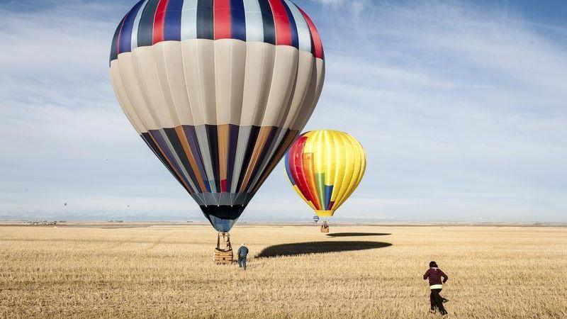 https: img.okezone.com content 2018 03 06 56 1868887 cerita-penerbangan-balon-udara-yang-awalnya-ditumpangi-domba-bebek-Fng5mTwpp9.jpg