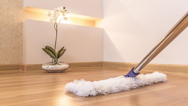 https: img.okezone.com content 2018 03 07 196 1869336 tips-mudah-agar-lantai-rumah-bebas-debu-Yz5pVJv0fC.jpg