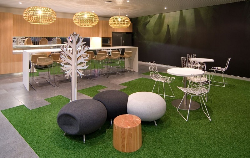https: img.okezone.com content 2018 03 08 196 1869833 tidak-lagi-formal-tren-furniture-kantor-kini-lebih-santai-dan-eye-catching-hj2xgDJpZg.jpg