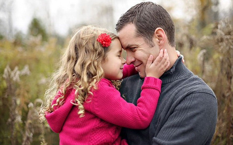 https: img.okezone.com content 2018 03 08 481 1869557 hasil-penelitian-bayi-yang-wajahnya-mirip-sang-ayah-akan-lebih-sehat-iexMbCGySM.jpg