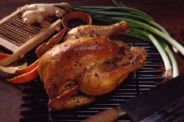 https: img.okezone.com content 2018 03 09 298 1870170 lebih-bernutrisi-mana-daging-ayam-atau-daging-kalkun-YnIfC6mZnx.jpg