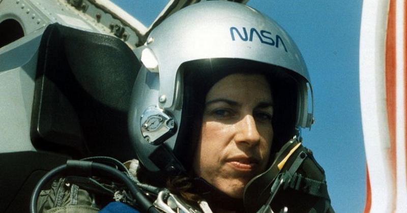 https: img.okezone.com content 2018 03 09 56 1869999 helen-ochoa-astronot-perempuan-nasa-hampir-1-000-jam-di-luar-angkasa-wHnbrKku60.jpg
