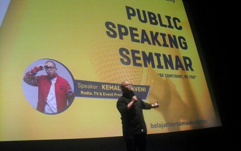https: img.okezone.com content 2018 03 09 65 1870234 asah-soft-skill-mahasiswa-universitas-bakrie-gelar-seminar-public-speaking-8yz21M1VOd.jpg