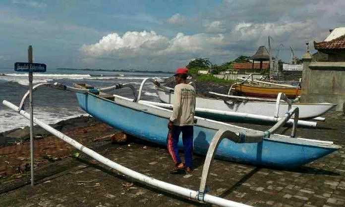 https: img.okezone.com content 2018 03 10 519 1870745 tak-bisa-melaut-karena-cuaca-buruk-nelayan-bangkalan-dilanda-paceklik-noTYKeF6ow.jpeg