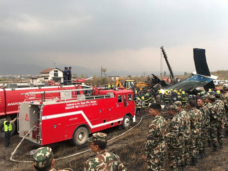 https: img.okezone.com content 2018 03 12 18 1871633 pesawat-maskapai-bangladesh-jatuh-di-nepal-50-orang-tewas-YkxrVm7n3P.JPG