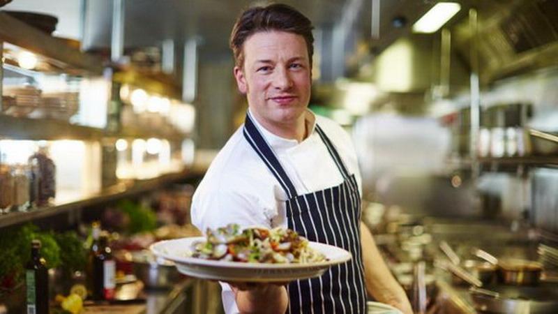 https: img.okezone.com content 2018 03 12 298 1871604 jamie-oliver-chef-berpenghasilan-hampir-lebih-dari-rp2-triliun-Z18cAoZrEv.jpg