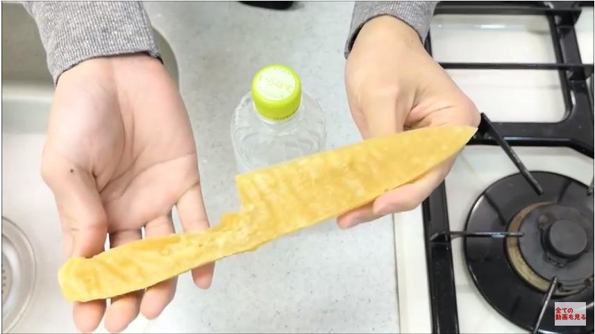 https: img.okezone.com content 2018 03 12 298 1871628 pisau-ini-terbuat-dari-pasta-spaghetti-tapi-ketajamannya-jangan-diragukan-gDrxLPi77l.jpg