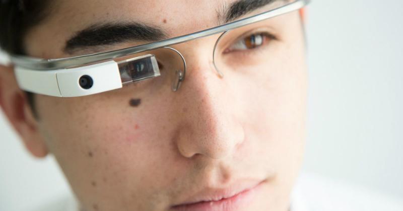 https: img.okezone.com content 2018 03 12 57 1871671 polisi-china-pakai-kacamata-ai-dengan-teknologi-pengenal-wajah-ju6ycKdcMl.jpg