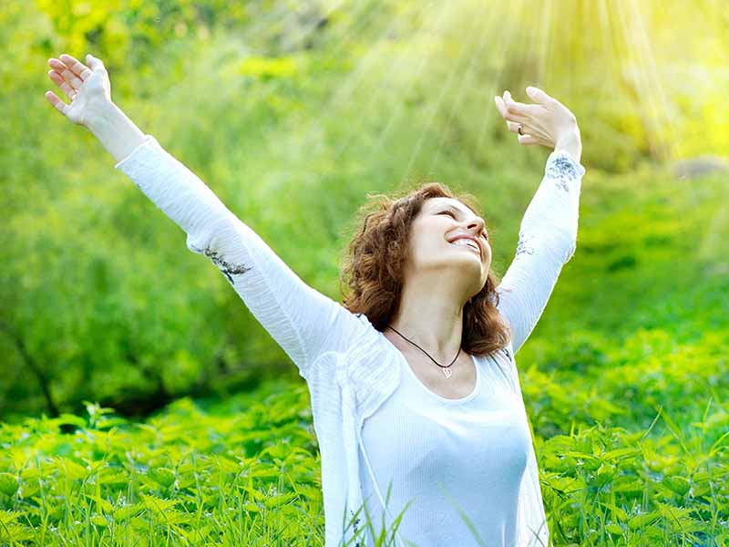 https: img.okezone.com content 2018 03 13 196 1872099 5-tips-agar-merasa-bahagia-setiap-bangun-di-pagi-hari-gyzzd25wWw.jpg