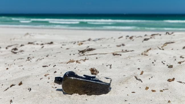 https: img.okezone.com content 2018 03 13 406 1872259 botol-berisi-pesan-ratusan-tahun-ditemukan-di-pulau-wedge-australia-sY0c3h7G30.jpg